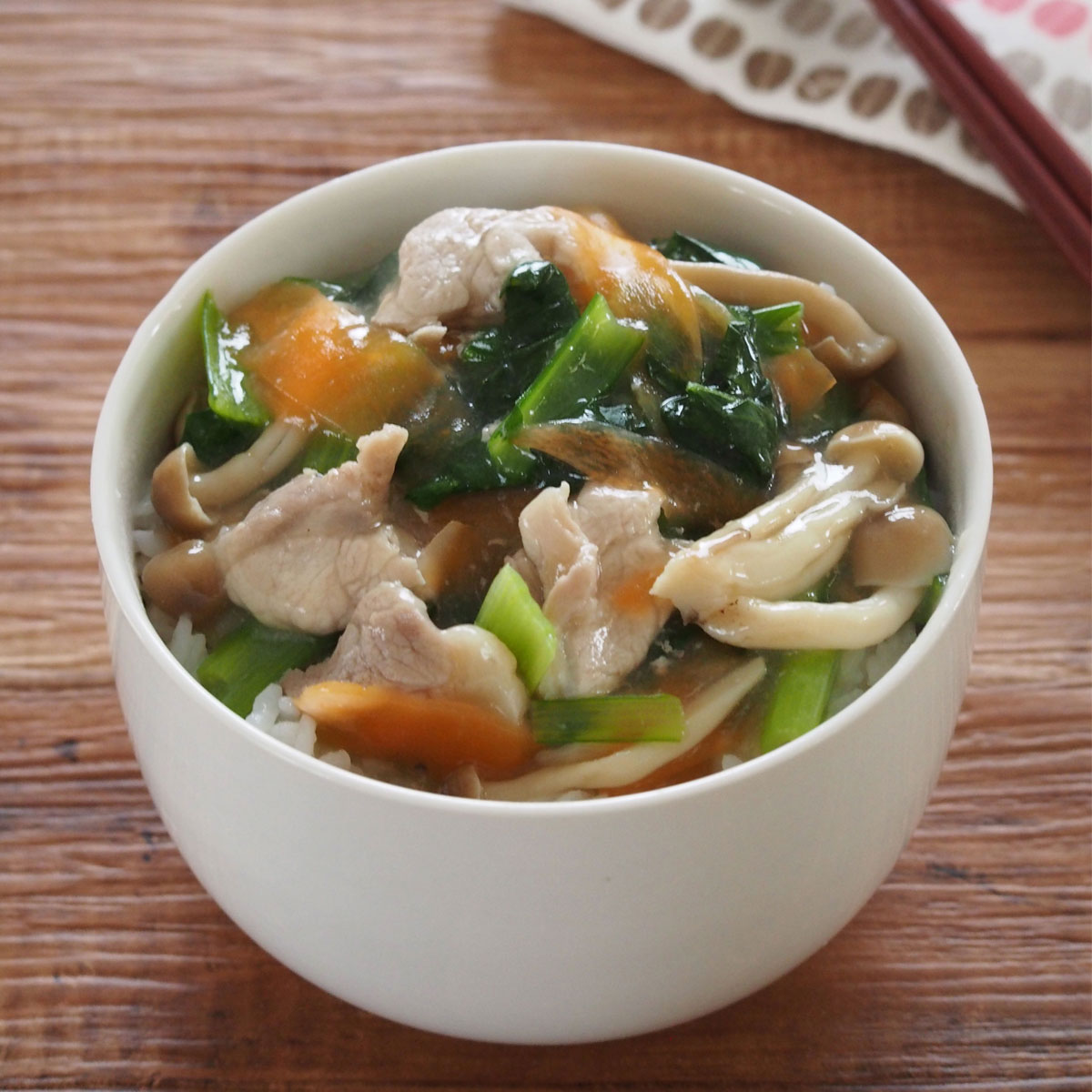 「レンジで時短!豚肉と野菜のうま塩あんかけ丼」画像