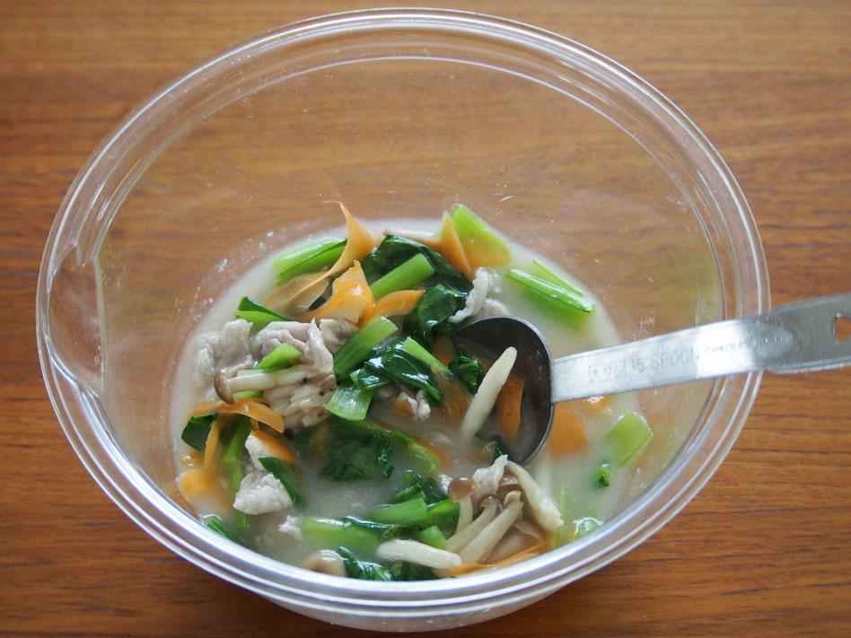 「レンジで時短!豚肉と野菜のうま塩あんかけ丼」作り方画像3