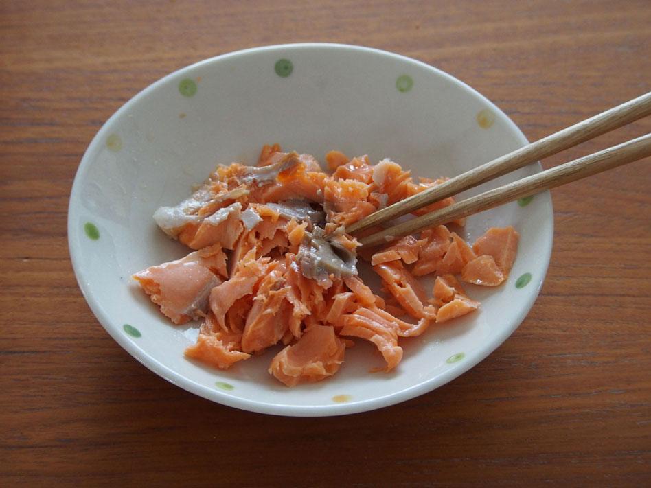 「彩り鮮やか♪鮭・アスパラ・コーンのバターしょうゆおにぎり」作り方1