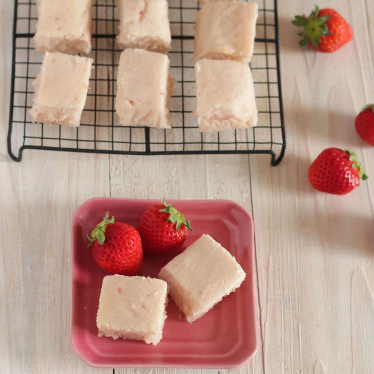 「豆腐でしっとりピンクのいちごケーキ」画像