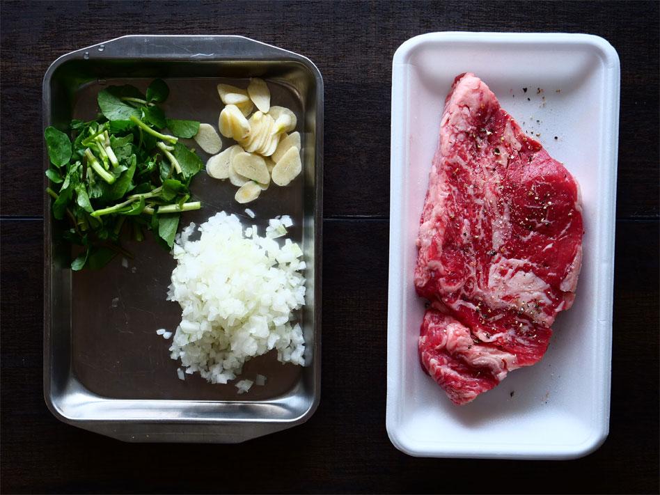 「お手軽キャンプ飯!玄米で作るステーキパエリア」作り方1画像