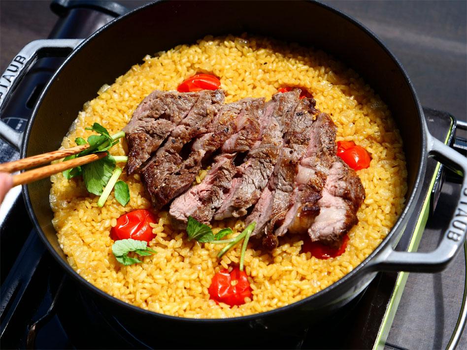 「お手軽キャンプ飯!玄米で作るステーキパエリア」作り方7画像