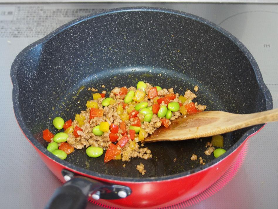 「パプリカのひき肉のドライカレーおにぎり」作り方2画像