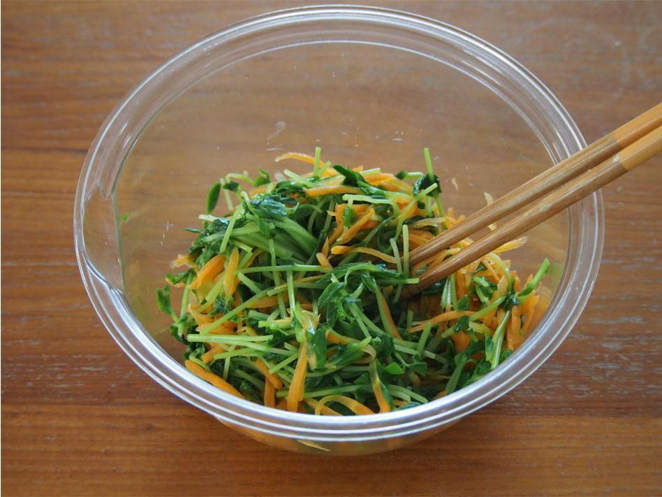 「ビタミンたっぷり!豆苗ナムルとツナキムチ丼」作り方1動画
