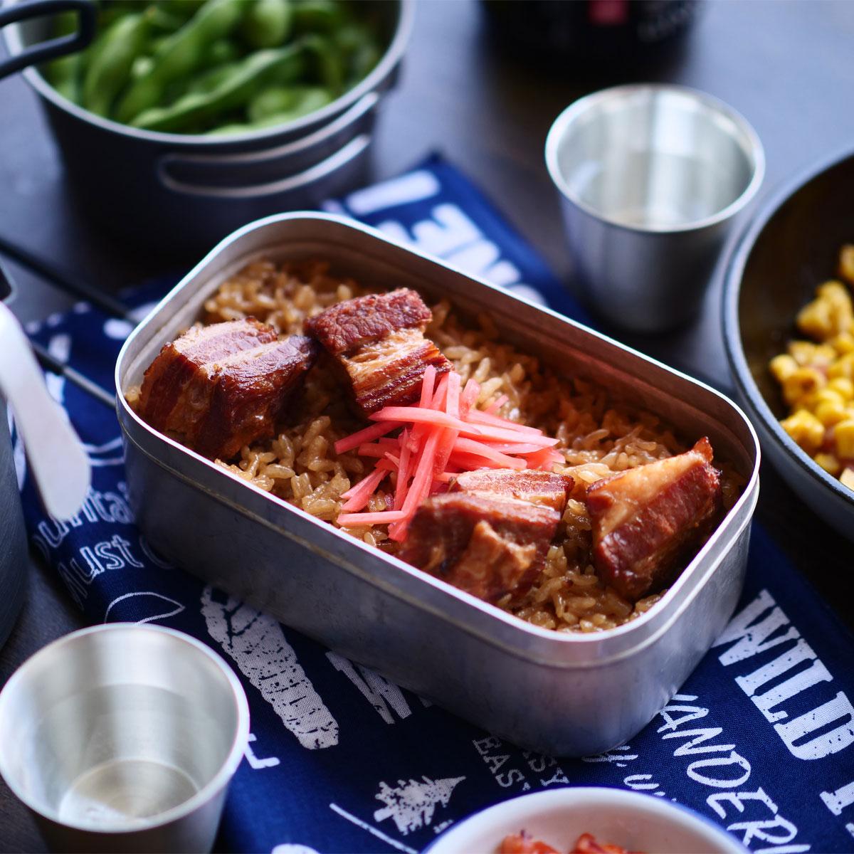 「あっさり香ばしい♪豚角煮のほうじ茶炊き込みご飯」アイキャッチ画像