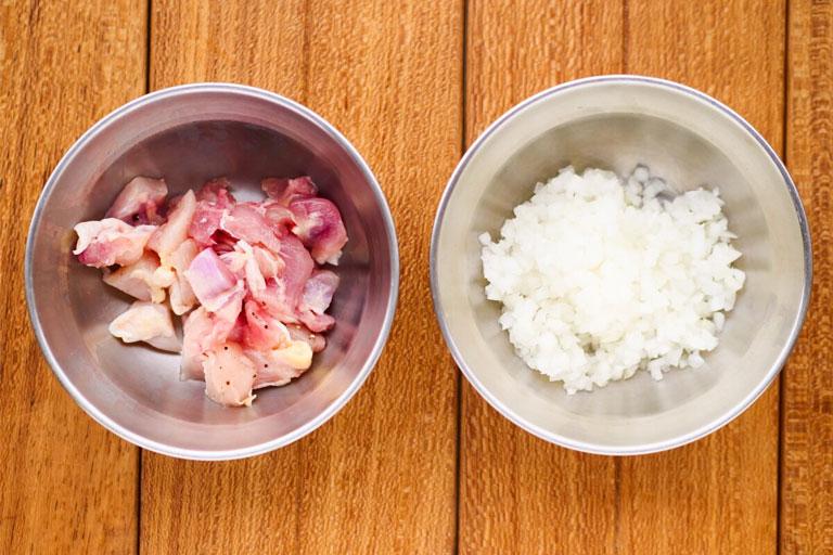 「失敗知らずの簡単レシピ!スキレットで作るチキンライス風リゾット」作り方1画像
